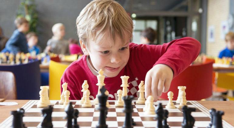 как научить ребенка играть в шахматы с нуля