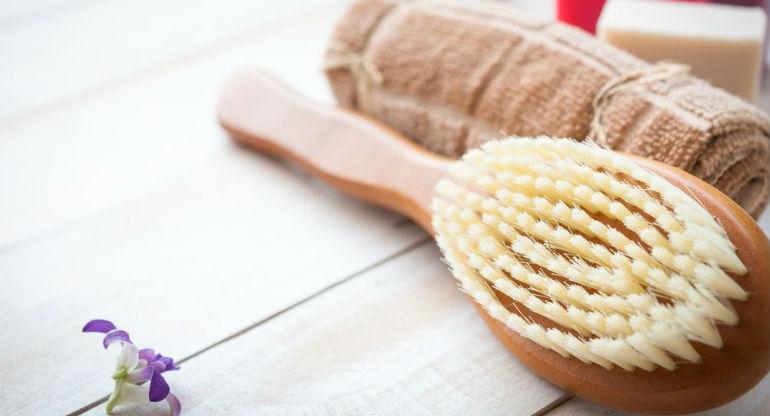 Как правильно делать массаж сухой щеткой от целлюлита